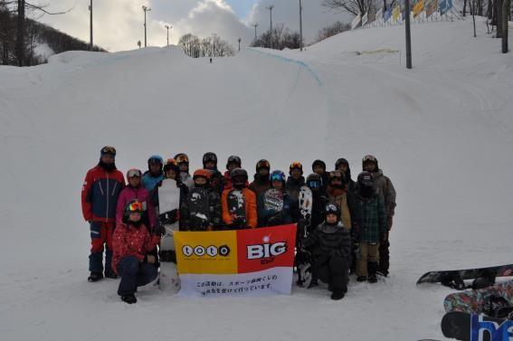 お世話になった札幌ばんけいスキー場にて、選手集合写真