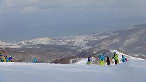 石狩湾を望む山頂からの眺めは朝里スキー場の絶景ビューポイント