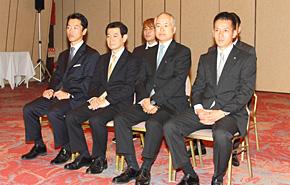 ご出席いただいたオフィシャルスポンサー各位。右から富士重工業・新納次長、VISAワールドワイドジャパン・佐藤ディレクター、バスクリン・額賀部長、西川産業・西川社長