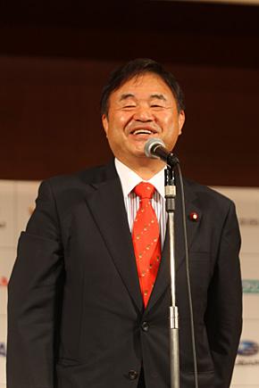 2020年オリンピック・パラリンピック日本招致議員連盟幹事長として2020年東京オリンピック・パラリンピックの開催地決定にご尽力され、5月に設立されたスキー議員連盟の会長も務める遠藤利明衆議院議員が来賓としてご挨拶