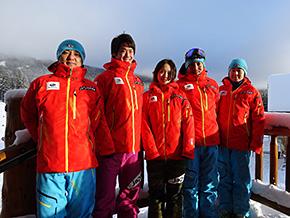 左から岩井サービスマン、桃野選手、藤森選手、五十嵐コーチ、上島コーチ