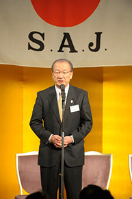 主催者を代表して挨拶する鈴木会長