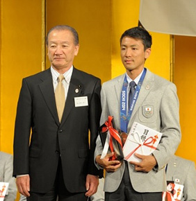 ノルディックコンバインドノーマルヒル/10km銀メダル 渡部暁斗選手