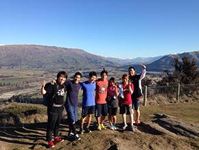 チーム恒例のアイアンマウンテン登り、山頂にて