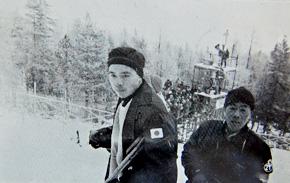 1本目が終わってホッとした表情を見せる猪谷。撮影したのは、元早稲田大学スキー部出身で当時、毎日新聞運動部の堀浩である。堀は、今大会の監督を努めた野崎彊の後輩でもある